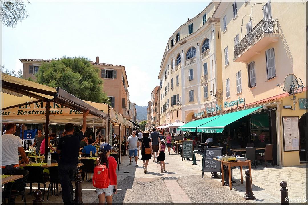 Dans les rues d' Île-Rousse - Corse - 25-07-2014
