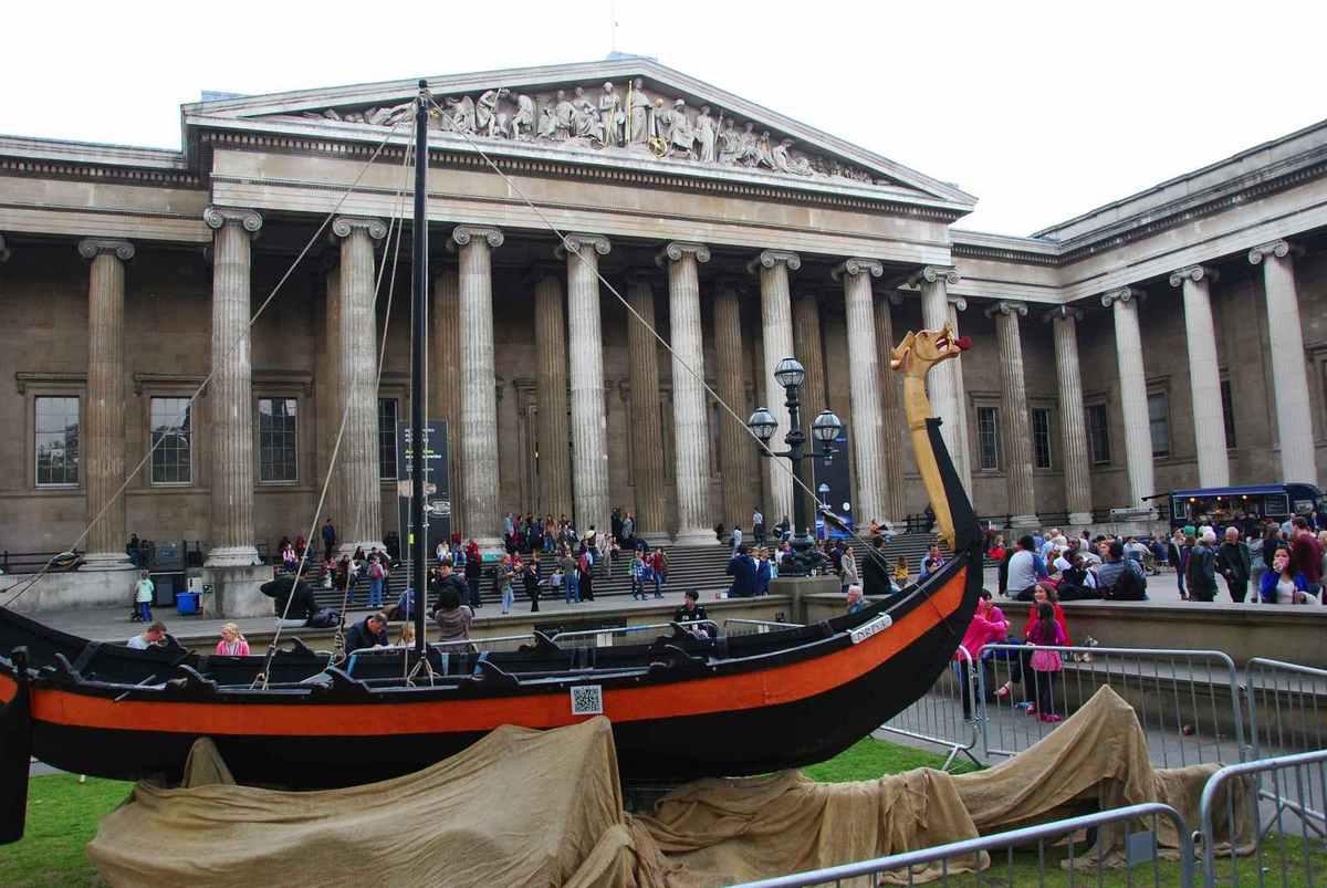 ... un bateau vicking (expo au British Museum)