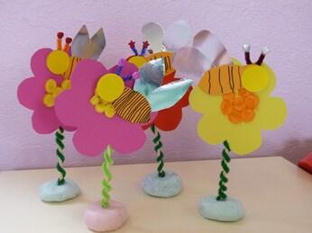 """Résultat de recherche d'images pour """"carte fete mamans fleur et abeille"""""""