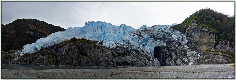 En approchant, on peut mieux admirer le front du glacier, mais sa vue elle-même est moins belle - Glacier Aguila - Terre de Feu - Patagonie - Chili