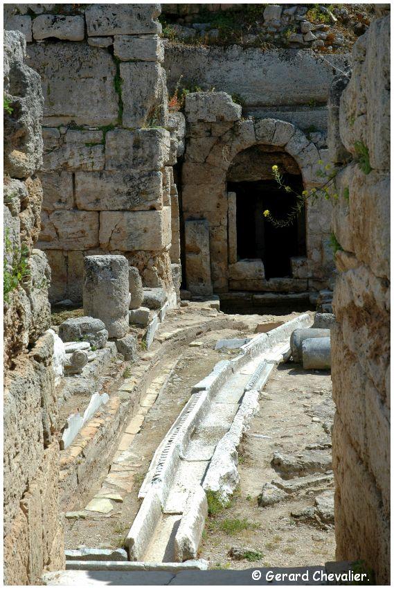 Ancien Corinthe - Fontaine Pirène (inférieur). 2