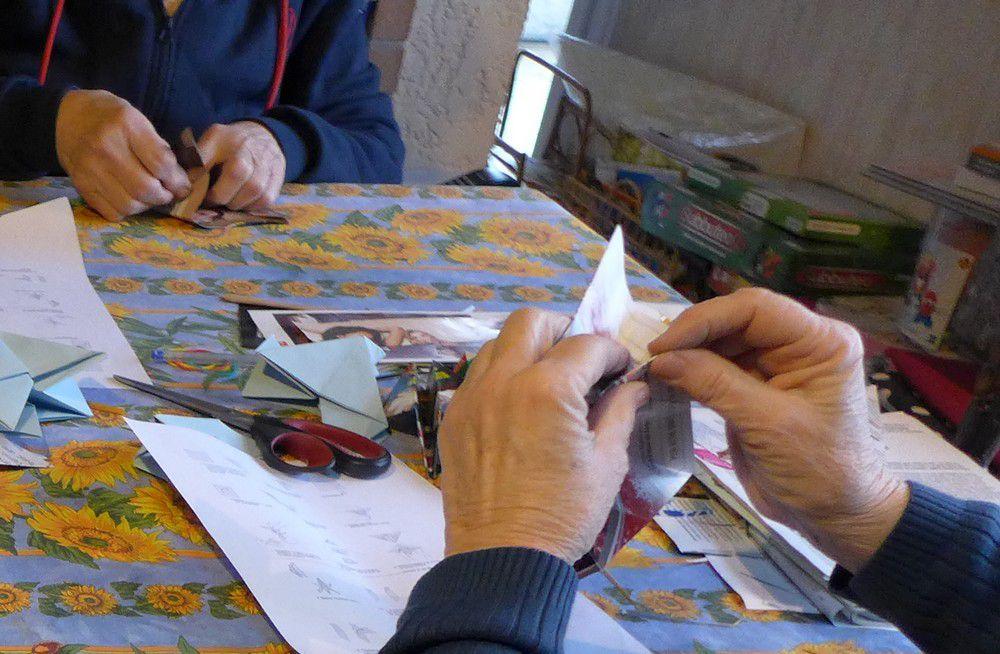 """Atelier """"Pliage de colombes"""" pour l'opération Origami for life..."""