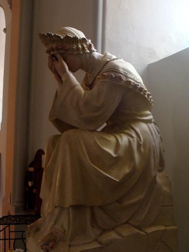 Eglise de Corps - statue vierge en pleurs.jpg