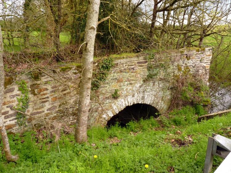 Vestige du pont Saint-Armel