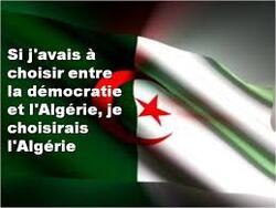 """En Algérie, les manifestants disent """"stop à l'ingérence de la France"""""""