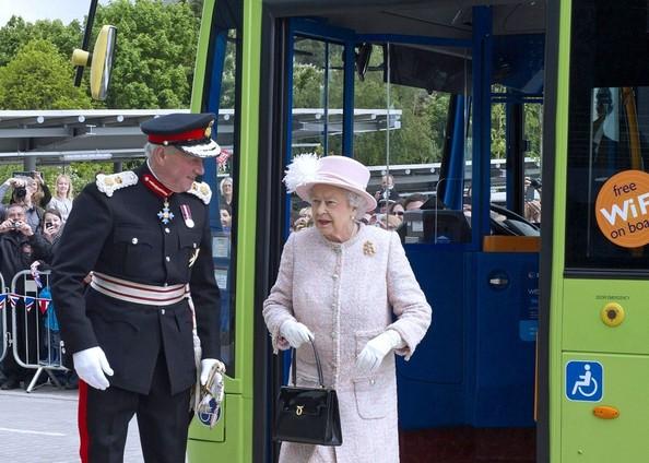 Elizabeth prend le bus
