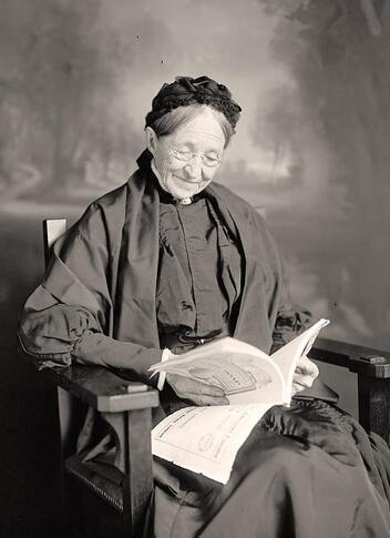 7- Les vieilles dames et la lecture