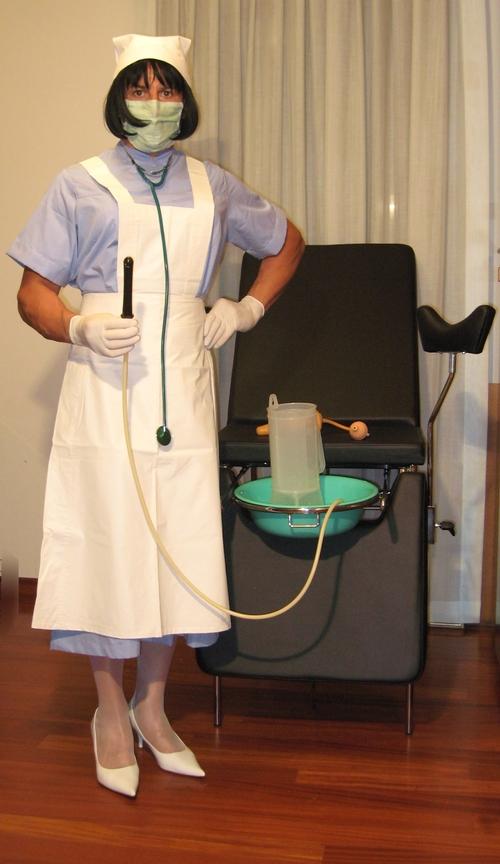 Infirmière Mary en mauve