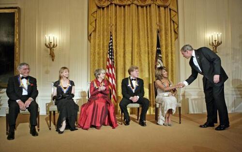 Julie Harris félicité par le président George.W Bush