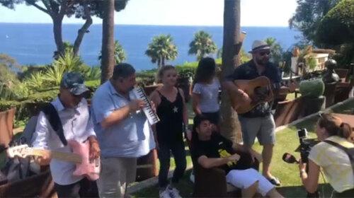 La chanson qui met en garde les touristes grincheux