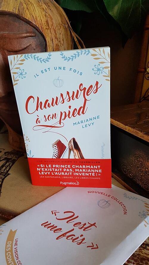 """""""Chaussures à son pied"""" le conte de """"Cendrillon"""" revisité à la sauce british. Une vision originale et particulière avec de multiples points de vue."""