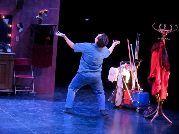 """""""Petite fleur"""", un spectacle burlesque à voir absolument au Théâtre Gaston Bernard"""