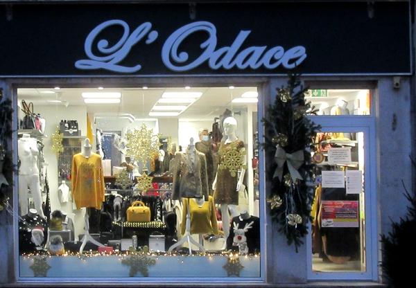 Toujours de belles vitrines de fêtes à Châtillon sur Seine...