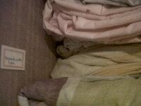 Rangement du haut du dressing avec Étiquettes!! Draps,alèses, taies d'oreillers, de couettes, de traversin et draps houses