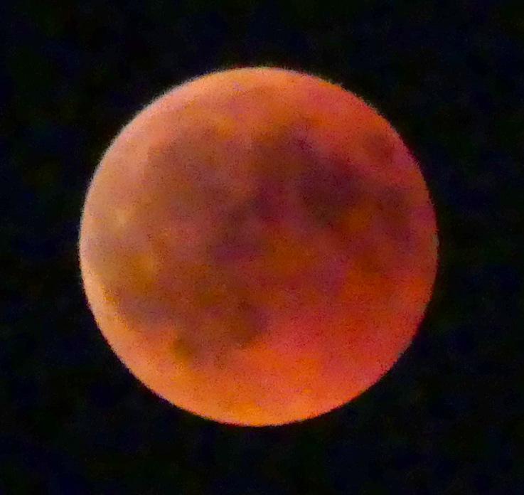 La lune s'éclipse.......