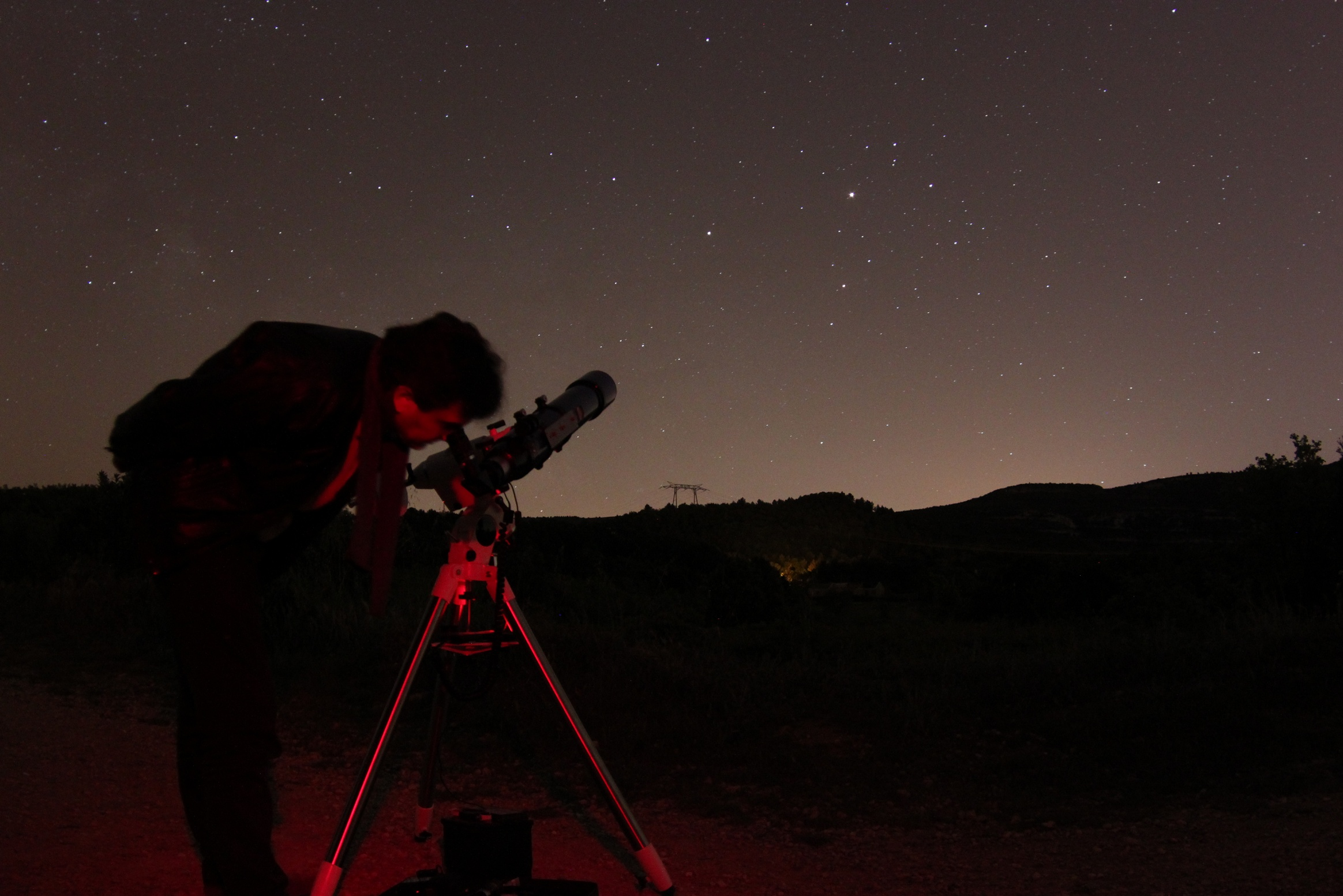 http://ekladata.com/3WPrO61O9UMYIXc1qzcliTprUlg/Pichauris-lionel-observe-Mars.jpg