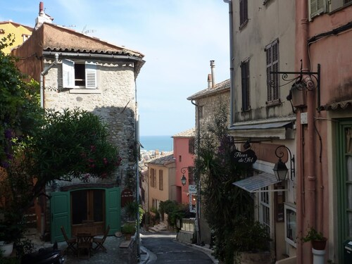 Promenade méditerranéenne .
