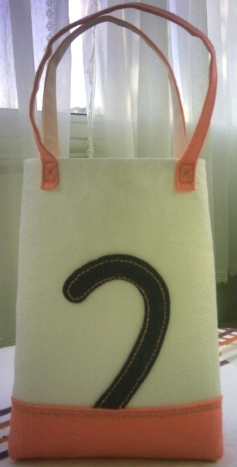 Une petite récréation : Le sac de Minouchette