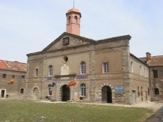 Fort de Bellegarde - This building is classé au titre des monuments historiques de la France. It is indexed in the base Mérimée, a database of architectural heritage maintained by the French Ministry of Culture,under the reference PA00104090 .