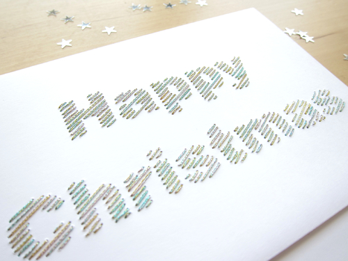 "Carte brodée main ""Happy Christmas"" fil brillant multicolore détail"