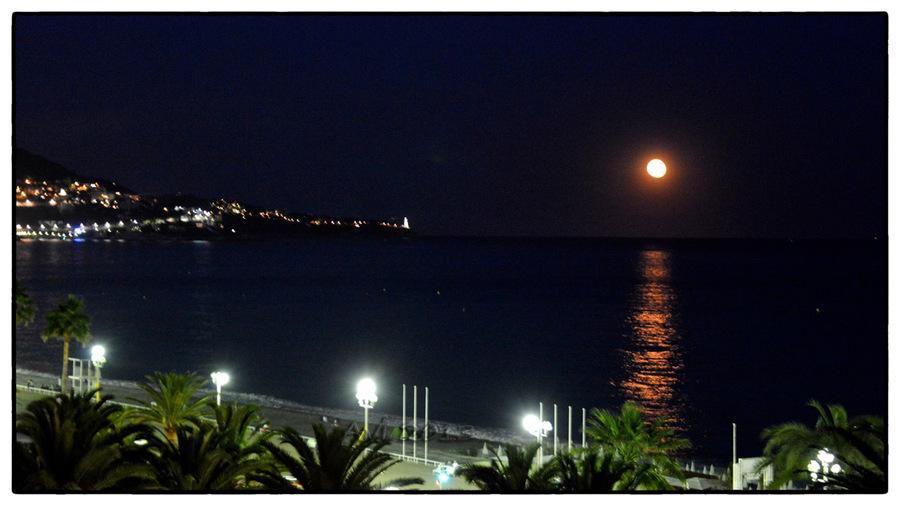 Lever de lune sur la Baie des Anges