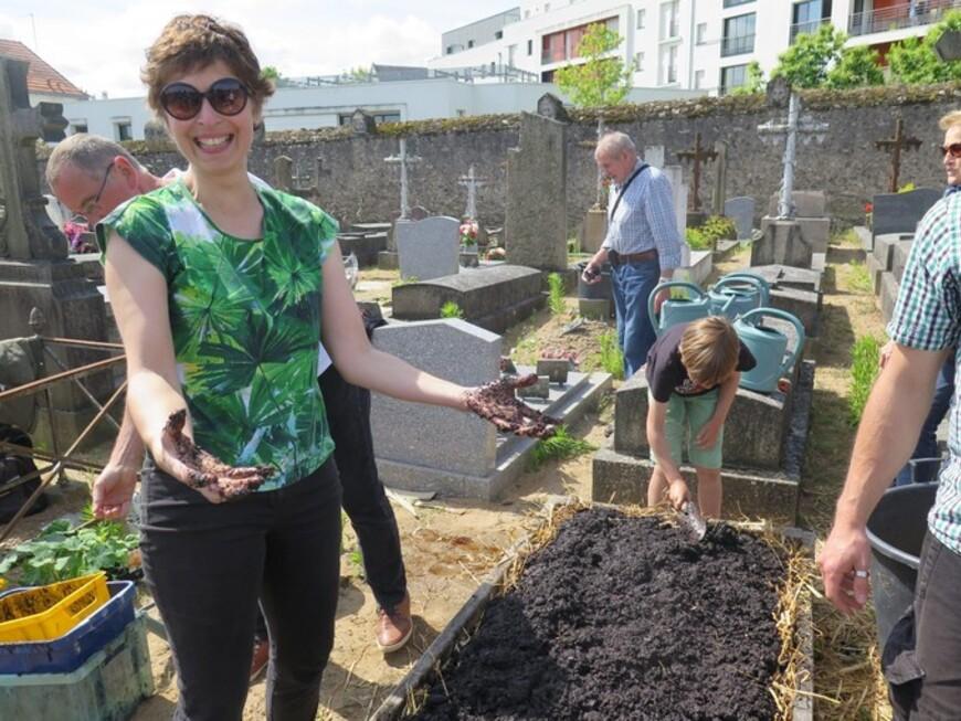 De grosses légumes dans le cimetière