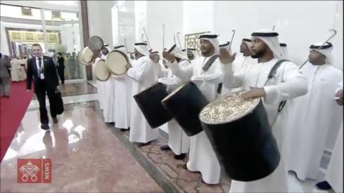 Arrivée à Abou Dhabi @ Vatican NewsArrivée à Abou Dhabi @ Vatican News