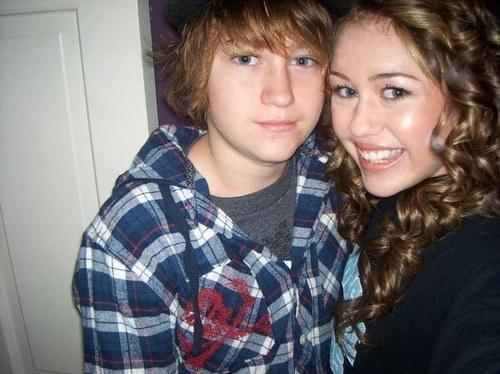 Le Frère de Miley et Miley Cyrus !