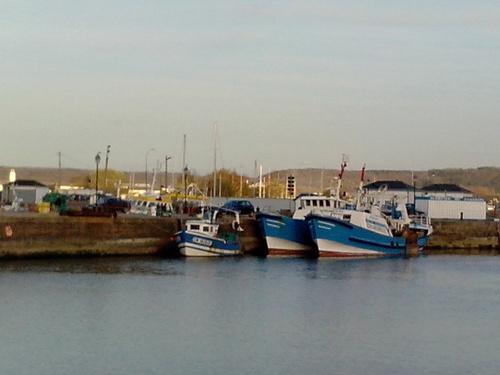 je n'avais encore jamais vu un bateau de pêche a 2 coques!