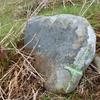 Ancienne petite borne avec croix gravée