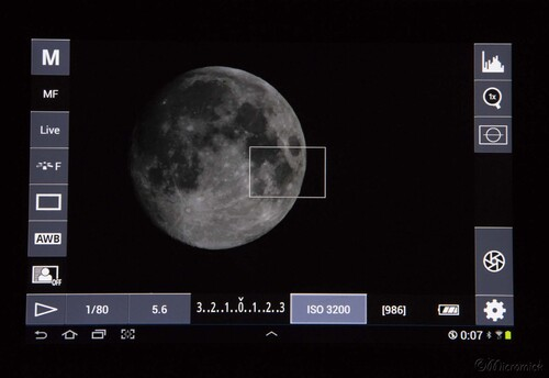Une tablette graphique Samsung munie d'une application Androïd DSLR Controler me sert à piloter mon APN Canon eos 7D grâce à un câble USB.