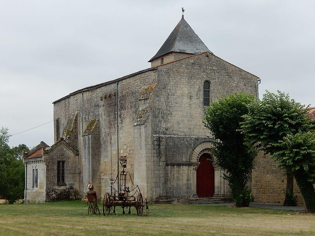 FR 17 Saint-Pierre-de-l'Isle - L'église Saint-Pierre-ès-Liens.jpg