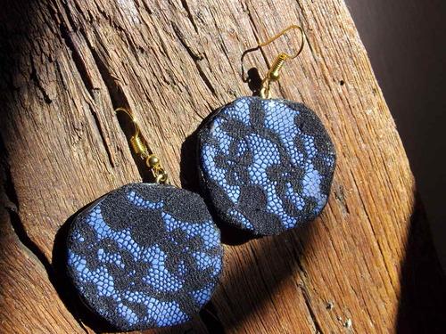 Boucles d'oreilles réalisées avec différents matériaux