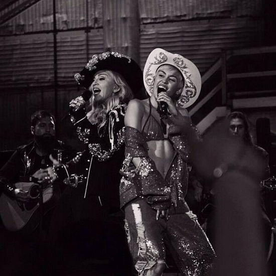 Madonna joined Miley Cyrus on the MTV Unplugged Showcase stage - 2014 01 29 (7)