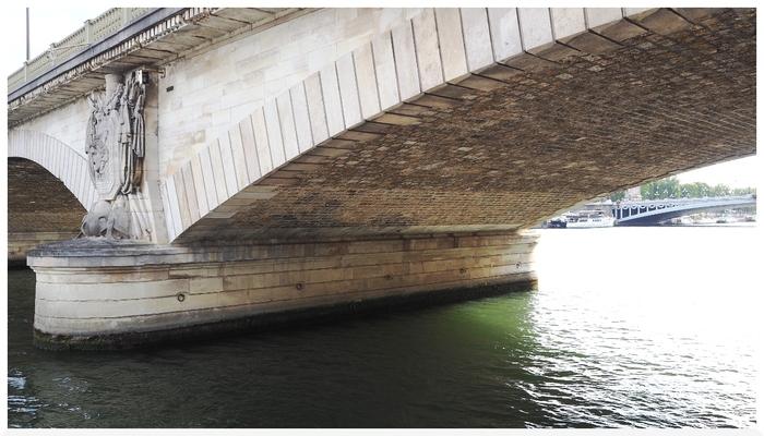 Le Pont des Invalides. Paris