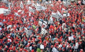manifestation-bonnets-rouges-contre-ecotaxe-defense-emploi-