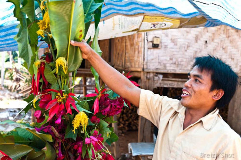 Fête des fleurs chez les kamus de Ban Bompeang