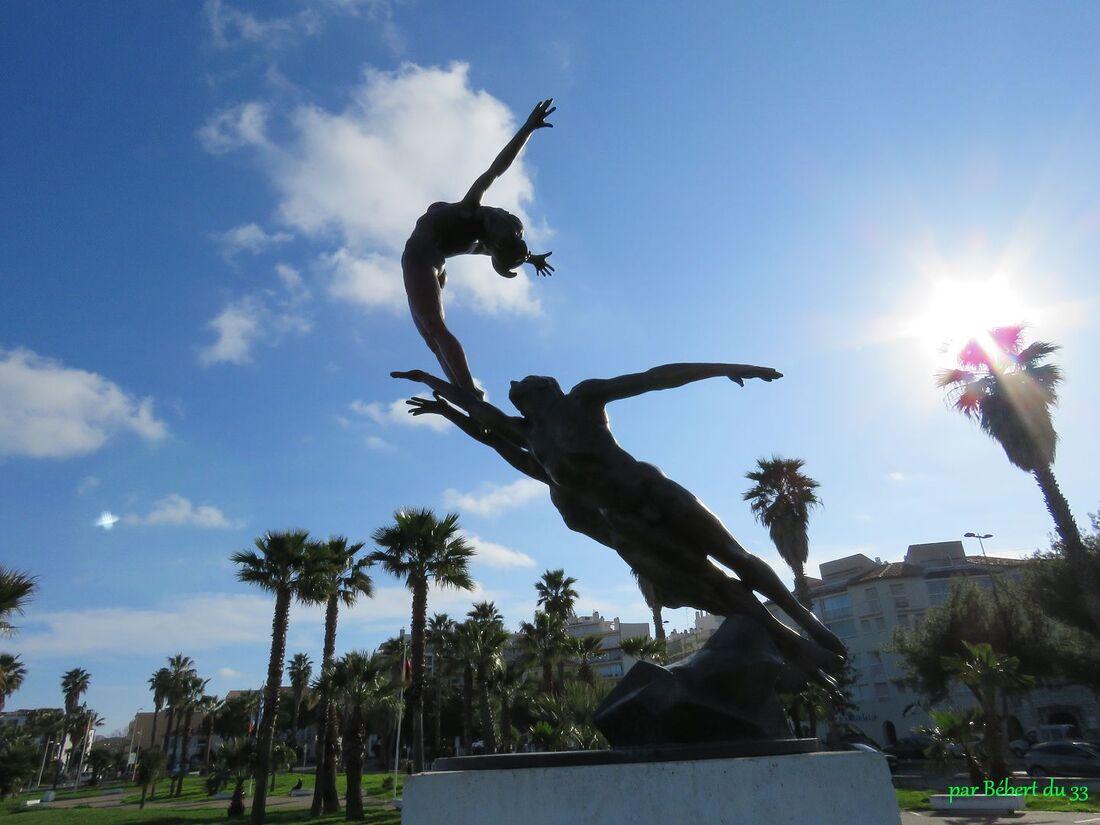 une statue à Antibes