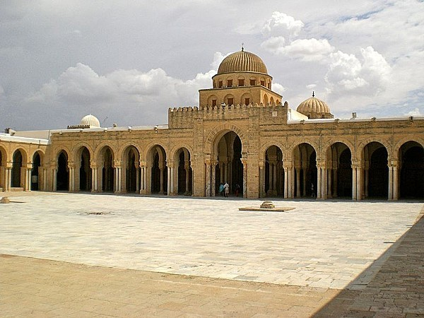 800px-Great Mosque of Kairouan courtyard south