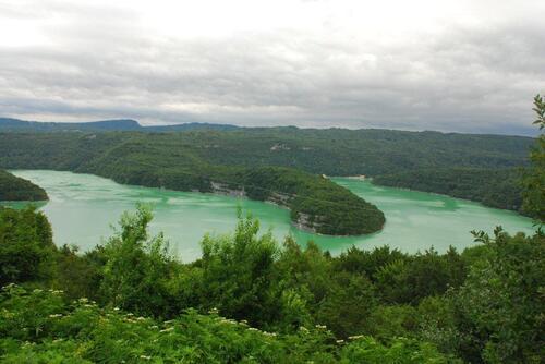 Méandre sur lac de barrage de Vouglans