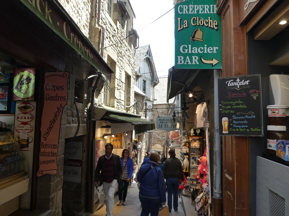 FRANCE - LE MONT SAINT MICHEL - RUELLE