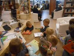 -Les maternels à la bibliothèque