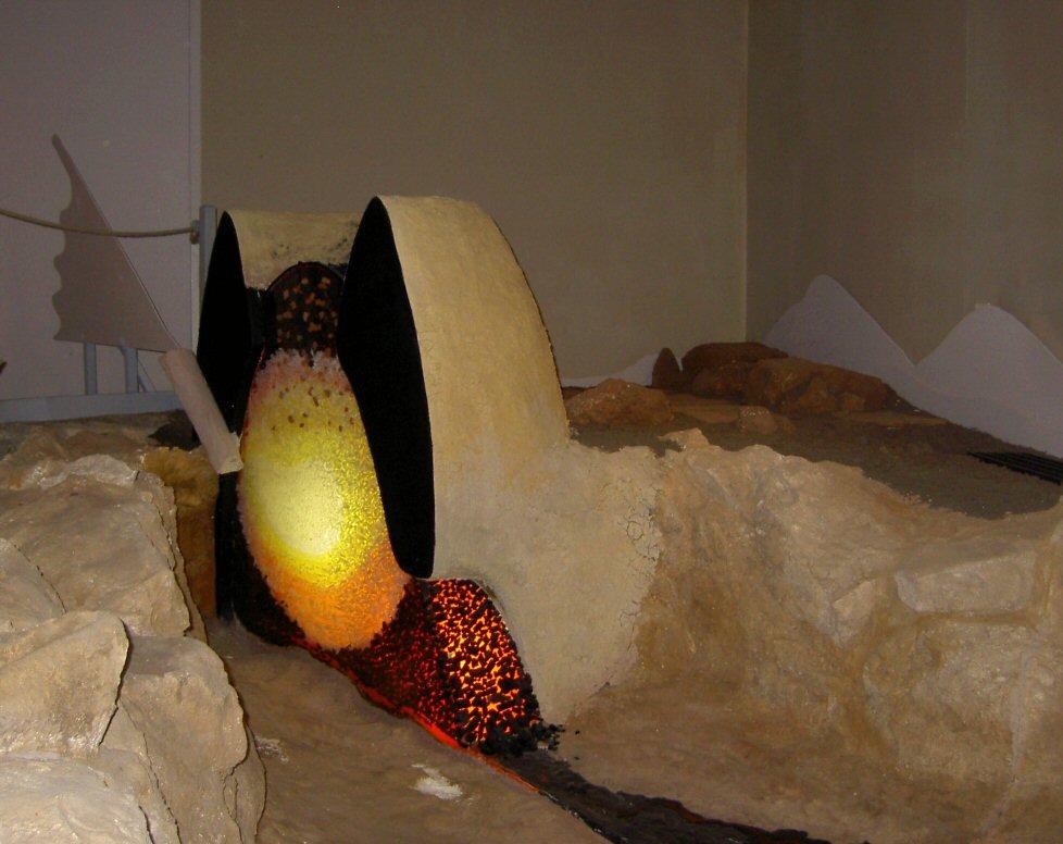 Moulage et reconstitution de l'élévation d'un bas-fourneau antique de l'atelier du Latté à Oulches (36)