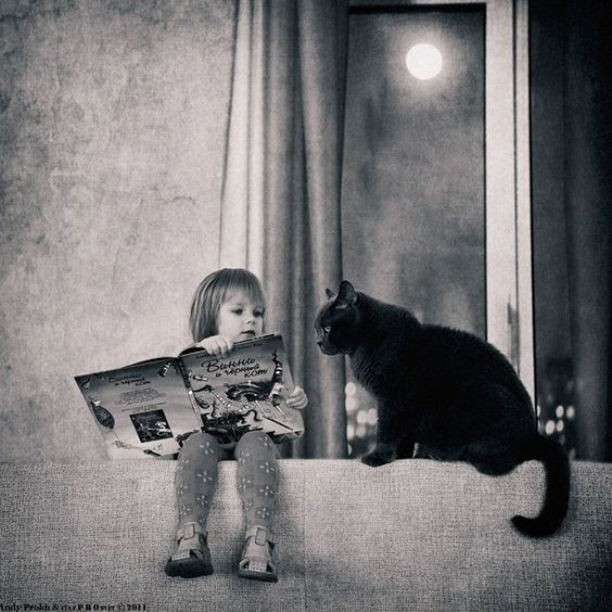 how cute reading to your gato.: