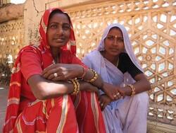 Jeunes femmes en sari
