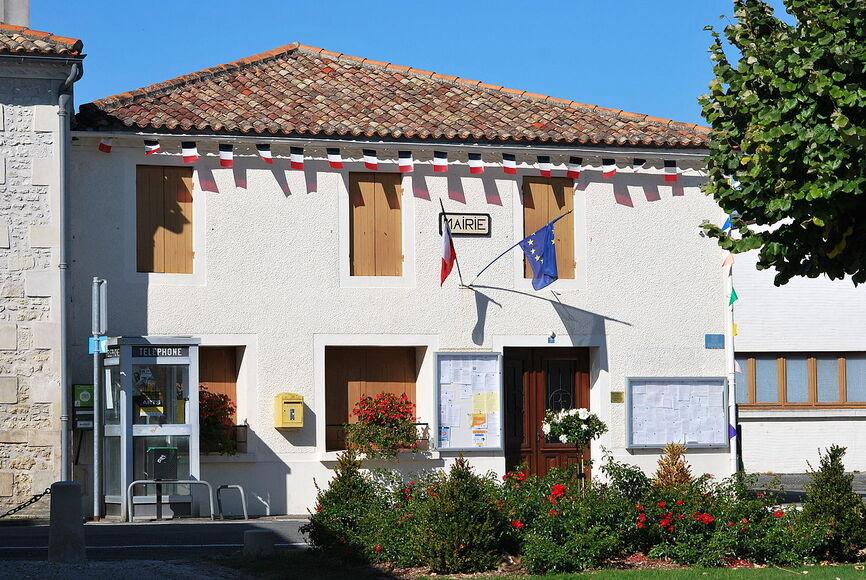 Corme-Ecluse Mairie.JPG