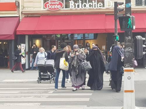 La France qui marche sur la tête