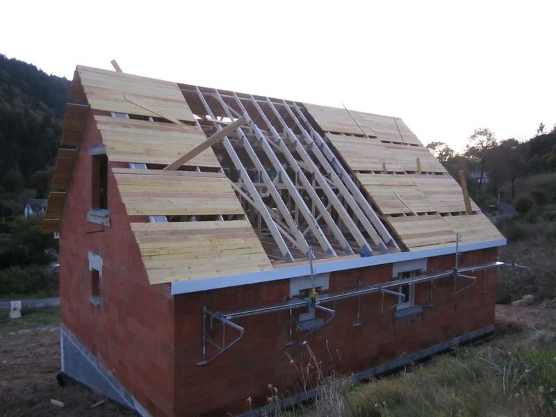Pose des corniches de toit voliges crans de sous for Sous toiture delta vent