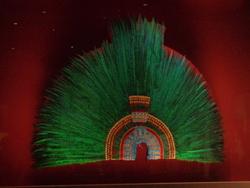 Coiffe en plumes de Quetzal
