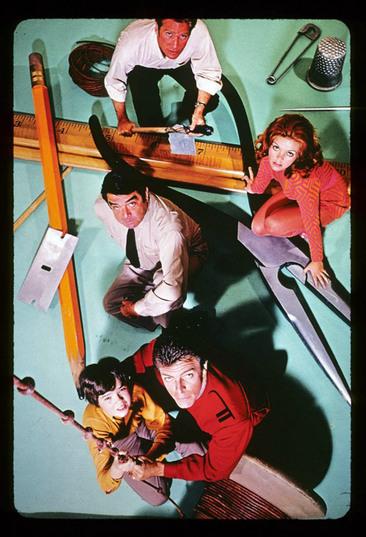 https://www.scifi-movies.com/images/contenu/data/0000212/photo-au-pays-des-geants-land-of-the-giants-1968-5.jpg